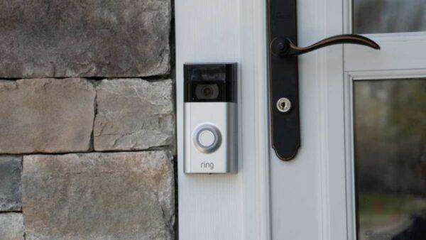 ¿Por qué mi Ring Doorbell está atascado en blanco y negro?