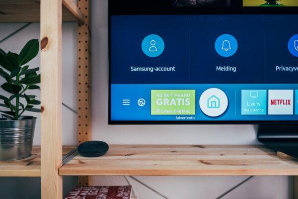Pueden los enchufes inteligentes encender y apagar el televisor