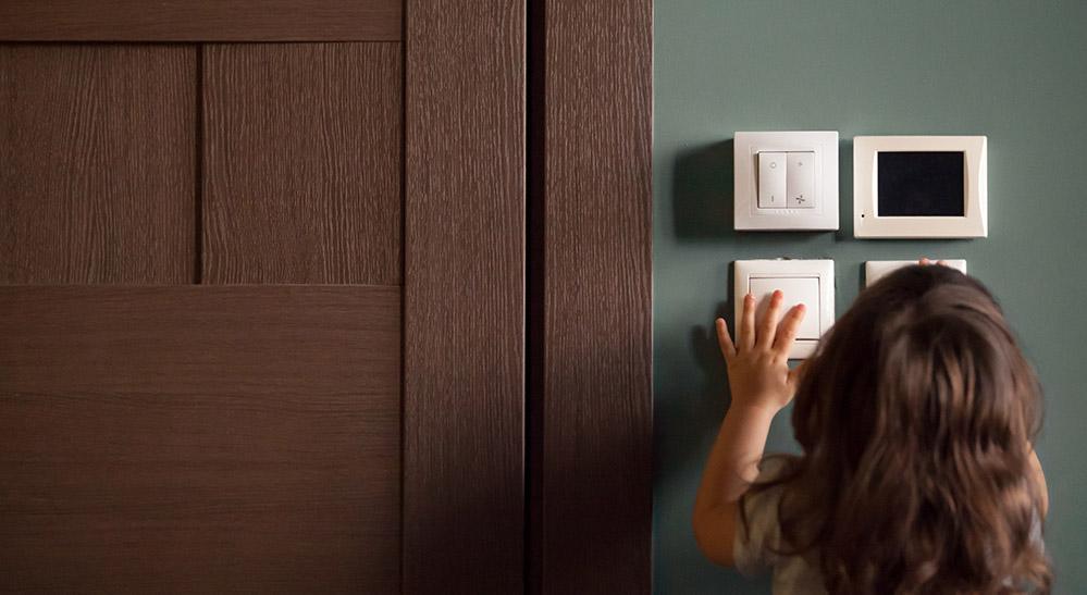 ¿Se pueden usar bombillas inteligentes en cualquier accesorio?