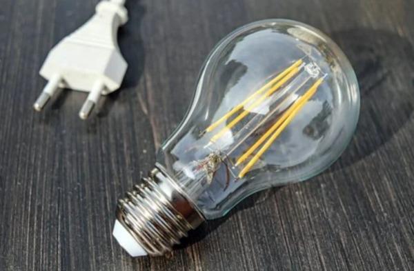 La bombilla inteligente sigue apagándose: 10 formas de solucionar problemas
