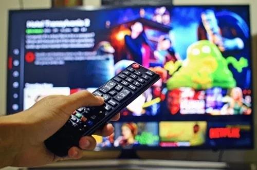 Por qué se congelan los televisores inteligentes: 10 causas y soluciones