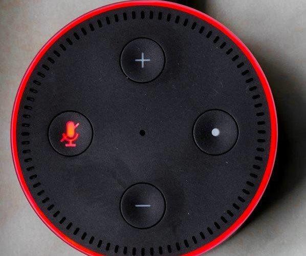 ¿Por qué Alexa tiene una luza roja?